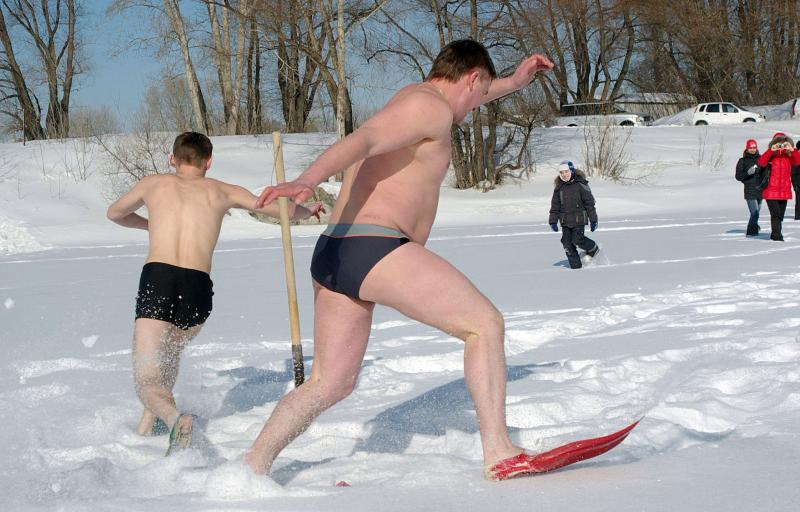 Competitors in Siberia brave the elements in their trunks (Caters)