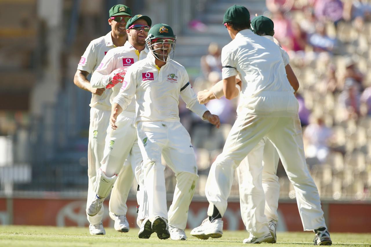 SYDNEY, AUSTRALIA - JANUARY 05: Mitchell Johnson, Matthew Wade and Ed Cowan of Australia run to congratulate David Warner of Australia after he ran out Angelo Mathews of Sri Lanka during day three of the Third Test match between Australia and Sri Lanka at Sydney Cricket Ground on January 5, 2013 in Sydney, Australia.  (Photo by Mark Kolbe/Getty Images)