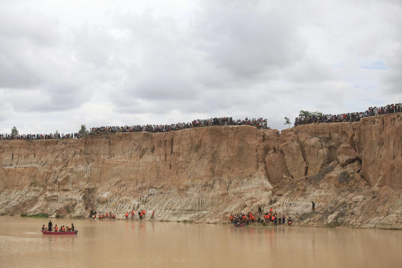 A view of Cambodia's soldiers and rescue workers at the site where a Cambodian military helicopter crashed on the outskirts of Phnom Penh July 14, 2014. The military helicopter crashed on Monday, killing five and injured one, police told Reuters. A Cambodian air force official said authorities are still investigating the cause of the crash. REUTERS/Samrang Pring (CAMBODIA - Tags: DISASTER TRANSPORT MILITARY)