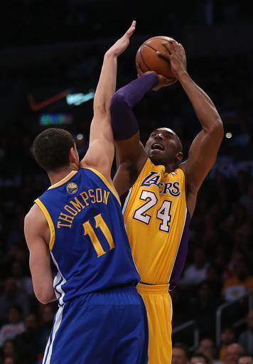 LOS ANGELES, CA - NOVEMBER 09: Kobe Bryant #24 of the Los Angeles Lakers shoots while defended by Klay Thompson #11 of the Golden State Warriors in the first quarter at Staples Center on November 9, 2012 in Los Angeles, California. (Photo by Jeff Gross/Getty Images)