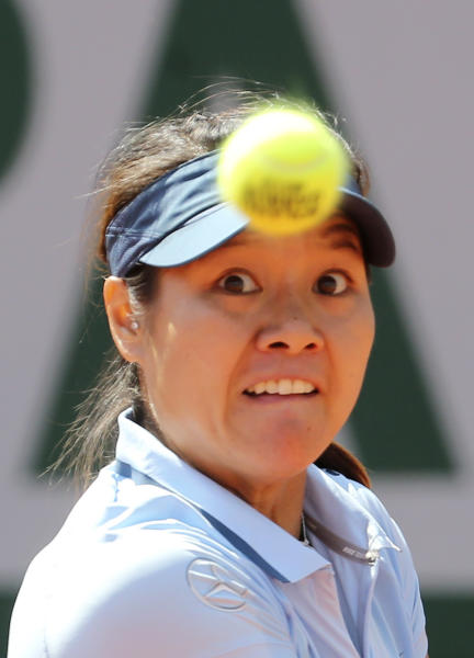 China's Li Na eyes the ball as she plays Spain's Anabel Medina Garrigues during their first round match of the French Open tennis tournament at the Roland Garros stadium Monday, May 27, 2013 in Paris. (AP Photo/Michel Euler)