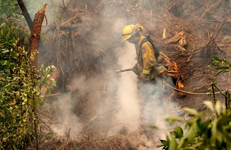 In abrupt reversal, Trump will now grant federal wildfire aid to California, governor says