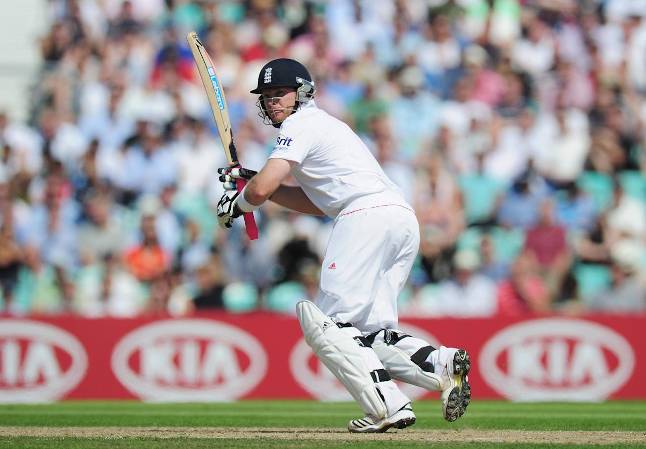 LONDON, ENGLAND - AUGUST 19:  Ian Bell of England hits out during day two of the 4th npower Test Match between England and India at The Kia Oval on August 19, 2011 in London, England.  (Photo by Shaun Botterill/Getty Images)