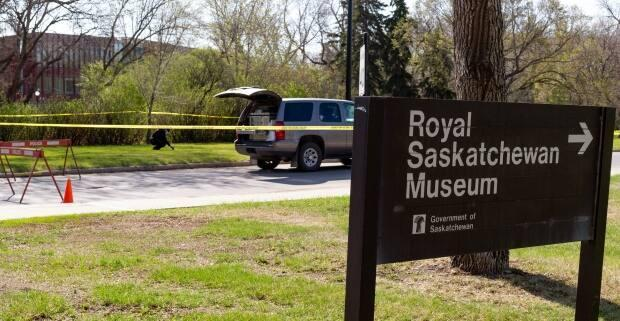 Officers were on scene at the Broad Street side of the Royal Saskatchewan Museum grounds investigating the assault of two men for roughly 11 hours. (Bryan Eneas/CBC - image credit)