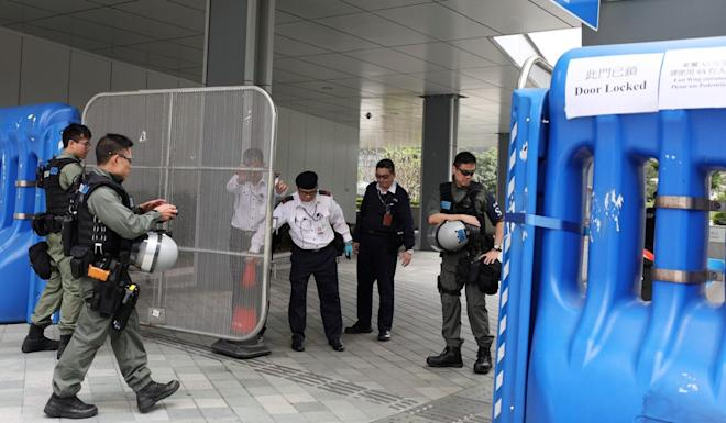 There was a large police presence at government headquarters on Saturday. Photo: Xiaomei Chen