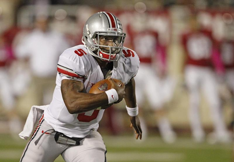 Ohio State quarterback Braxton Miller runs for a first down during the first half of an NCAA college football game against Indiana in Bloomington, Ind., Saturday, Oct. 13, 2012. (AP Photo/Sam Riche)