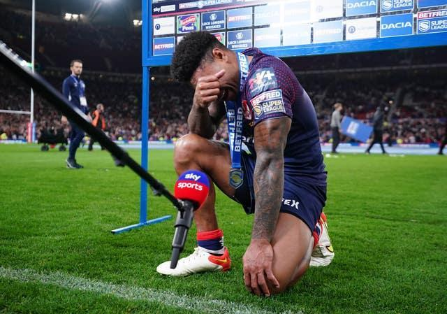 St Helens' Kevin Naiqama breaks down in tears after the Betfred Super League Grand Final