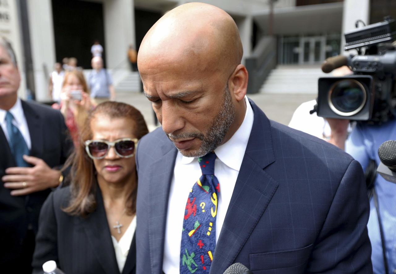 Former New Orleans Mayor C. Ray Nagin leaves court after being sentenced to 10 years in New Orleans, Louisiana July 9, 2014. A jury in February found Nagin guilty of charges including bribery, wire fraud, conspiracy, money laundering and tax evasion, all in the wake of Hurricane Katrina. REUTERS/Jonathan Bachman (UNITED STATES - Tags: CRIME LAW POLITICS)