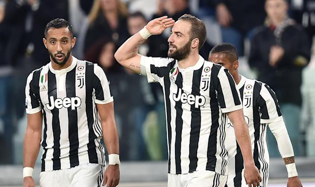 Juventus' Gonzalo Higuain, right, celebrates after scoring his team's first goal during the Italian Serie A soccer match between Juventus and Atalanta at the Allianz Stadium in Turin, Italy, Wednesday, March 14, 2018. (Alessandro Di Marco/ANSA via AP)