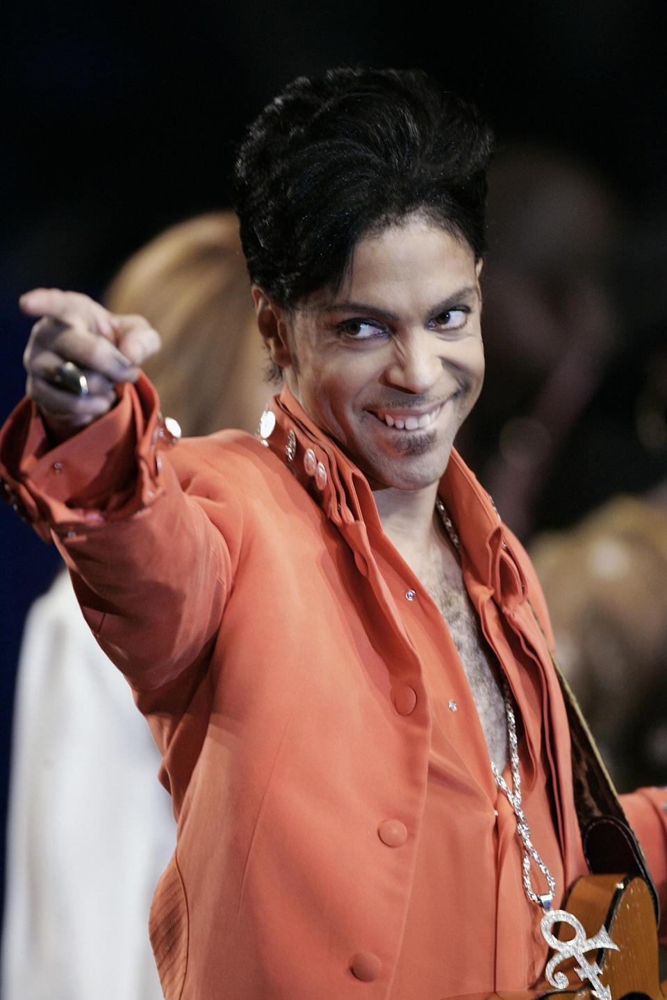 Recording star Prince performs during a press conference on February 1, 2007 at the Super Bowl media center on Miami Beach, Florida (AFP Photo/Robert Sullivan)
