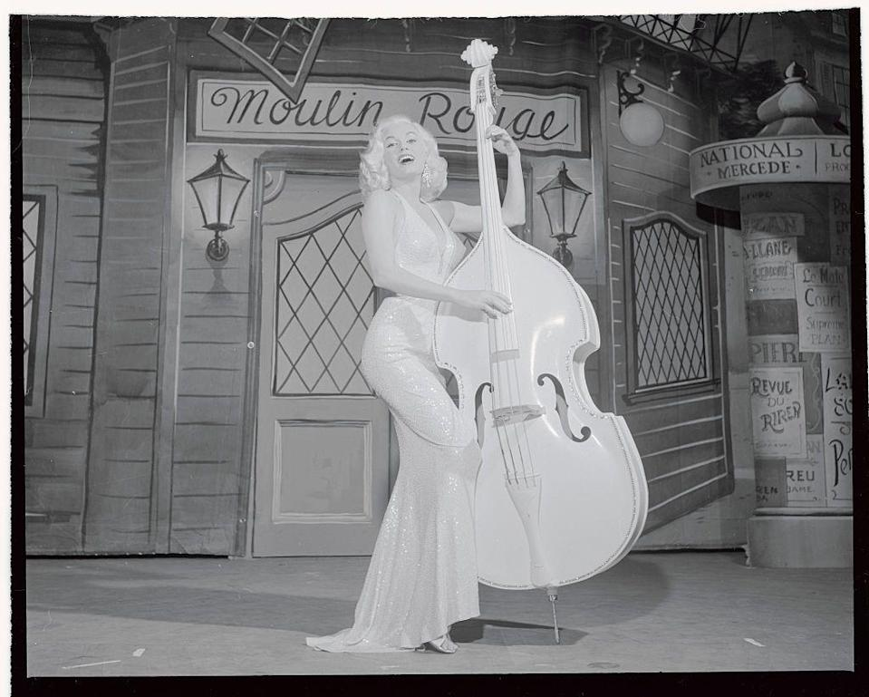 """<p>Mamie Van Doren sings """"Teddy Bear"""" during her first night club appearance at the Riviera Hotel in 1957. The sex symbol is known for being one of the first actresses to imitate the look of Marilyn Monroe.</p>"""