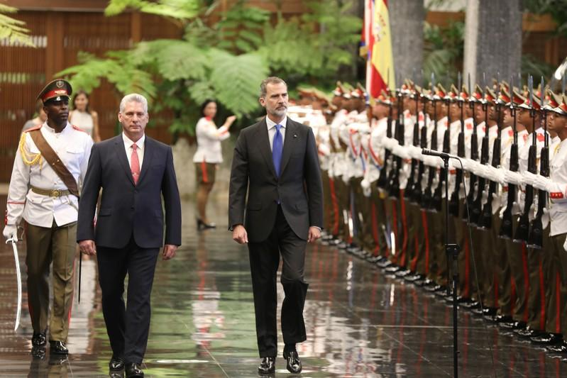 Cuba's President Miguel Diaz-Canel and Spain's King Felipe review an honour guard during a ceremony at the Revolution Palace in Havana