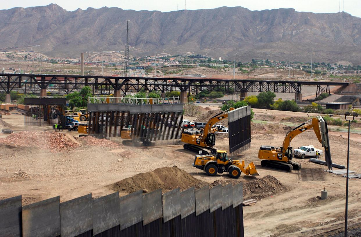 """Construction on the wall began quickly over the weekend as local residents were expected to """"freak out"""" over it, Steve Bannon reportedly said. (Photo: HERIKA MARTINEZ via Getty Images)"""
