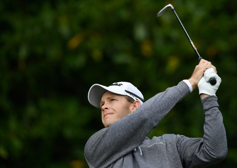 Dane Hansen shot a third-round 64 to trail leader Nienaber from South Africa by one shot in the Joburg Open