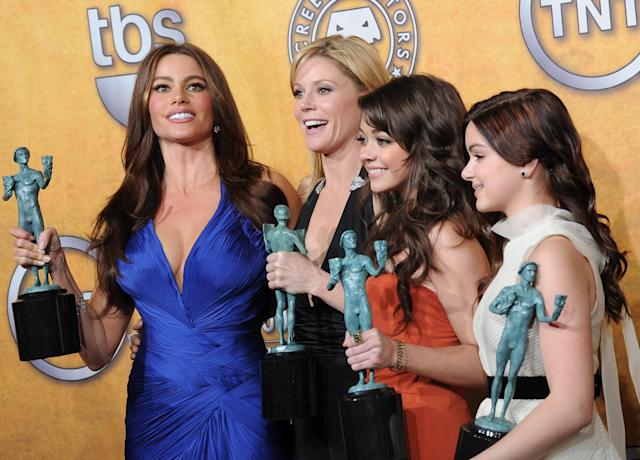 Sofia Vergara, Julie Bowen, Sarah Hyland, and Ariel Winter hold up their trophies for <em>Modern Family</em> at the 2011 Screen Actors Guild Awards. (Photo: Michael Buckner/Getty Images)