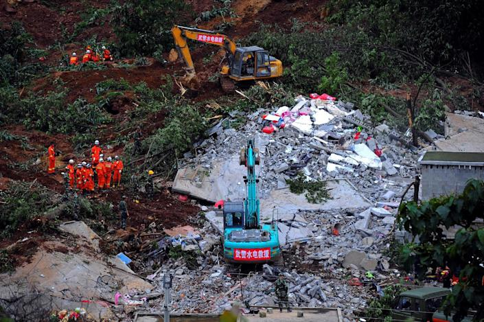 <p>Rescue workers carry a search at the site of a landslide that left at least one dead and 20 missing in Bijie, Guizhou province, China July 1, 2016. (Photo: Stringer/REUTERS) </p>