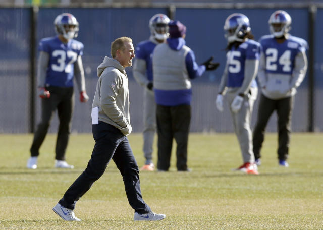 New York Giants interim head coach Steve Spagnuolo participates in an NFL football practice in East Rutherford, N.J., Wednesday, Dec. 6, 2017. (AP Photo/Seth Wenig)