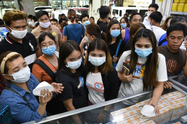 Anxious shoppers try to buy face masks in Manila after the first foreign fatality from the new coronavirus was reported in the Philippines (AFP Photo/Ted ALJIBE)