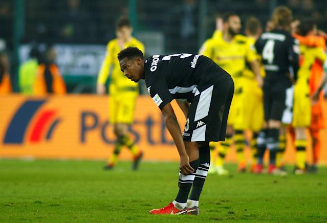 Soccer Football - Bundesliga - Borussia Moenchengladbach vs Borussia Dortmund - Borussia-Park, Moenchengladbach, Germany - February 18, 2018 Borussia Monchengladbach's Reece Oxford looks dejected after the match REUTERS/Thilo Schmuelgen DFL RULES TO LIMIT THE ONLINE USAGE DURING MATCH TIME TO 15 PICTURES PER GAME. IMAGE SEQUENCES TO SIMULATE VIDEO IS NOT ALLOWED AT ANY TIME. FOR FURTHER QUERIES PLEASE CONTACT DFL DIRECTLY AT + 49 69 650050