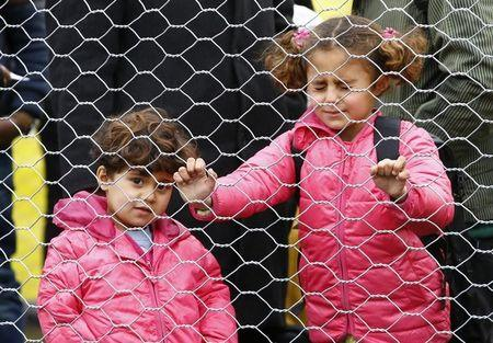 Migrants' children wait to cross the border from Slovenia into Spielfeld in Austria, February 16, 2016.    REUTERS/Leonhard Foeger