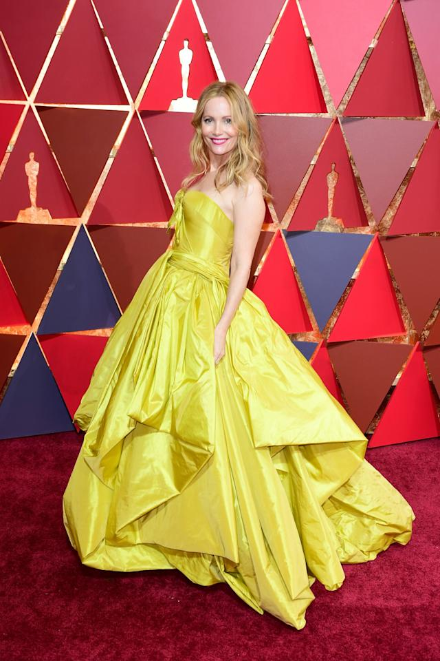 <p>Actress Leslie, who starred in 'Knocked Up' alongside Katherine Heigl, wore a eye-catching, full-skirted Zac Posen dress to the 2017 Academy Awards. [Photo: PA] </p>