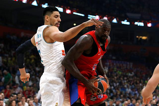Basketball - EuroLeague Final Four Semi Final A - CSKA Moscow vs Real Madrid - ?Stark Arena?, Belgrade, Serbia - May 18, 2018 CSKA Moscow's Othello Hunter in action with Real Madrid's Gustavo Ayon REUTERS/Alkis Konstantinidis
