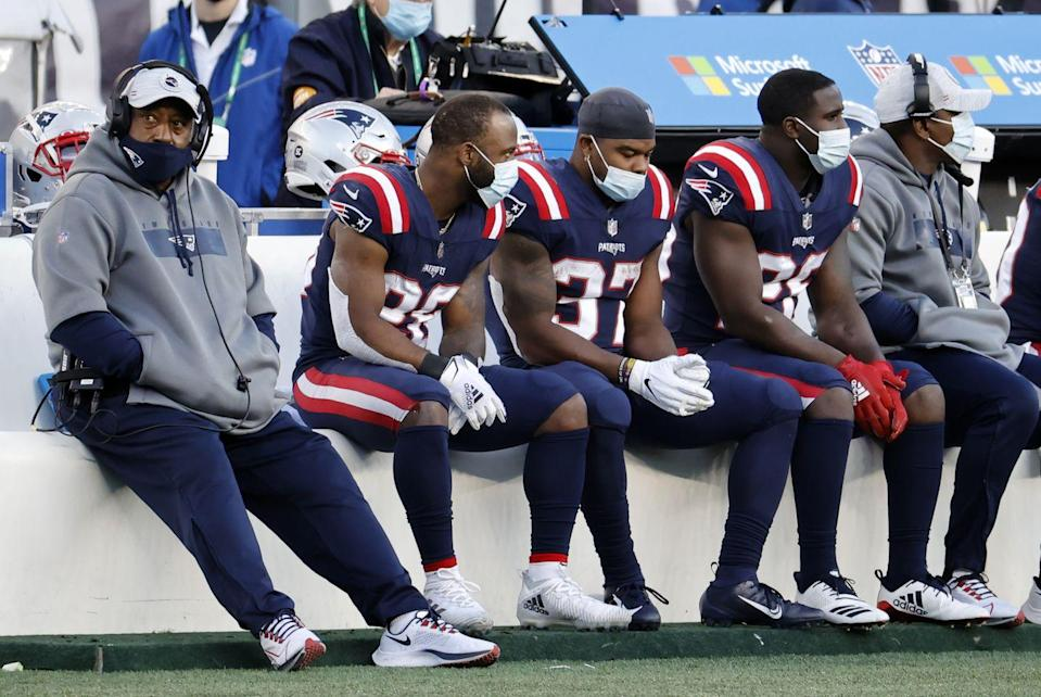 """<p>This includes <a href=""""https://www.nfl.com/news/nfl-memo-asks-players-to-wear-masks-on-sidelines-locker-room-as-part-of-protocol"""" rel=""""nofollow noopener"""" target=""""_blank"""" data-ylk=""""slk:players, coaches, and staff."""" class=""""link rapid-noclick-resp"""">players, coaches, and staff.</a> Anyone who's part of the team <em>must</em> wear a mask this season.</p>"""
