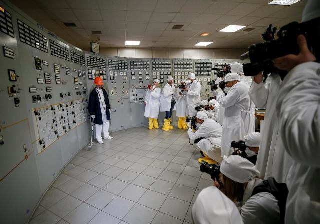 <p>An employee measures the radiation level as journalists take pictures at a control center of the stopped third reactor at the Chernobyl nuclear power plant in Chernobyl, Ukraine, April 20, 2018. (Photo: Gleb Garanich/Reuters) </p>