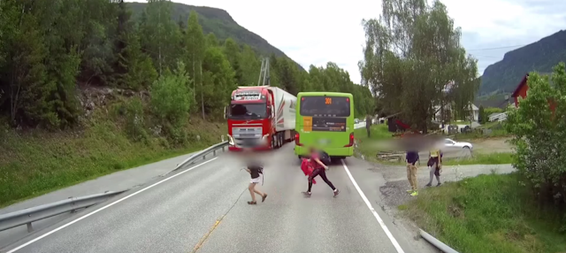 Kids, this is why we cross the street in front of the bus, mmkay?