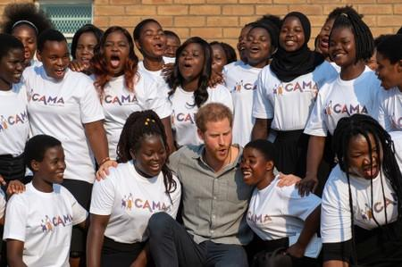 Britain's Prince Harry swaps gifts with Malawi's president