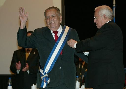 """Roberto Suazo Cordova -- here receiving an award in January 2007 -- was president of Honduras in the 1980s during the height of the US-financed """"Contra"""" war against neighboring Nicaragua"""