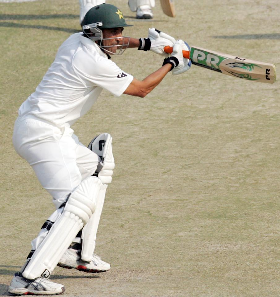 Pakistan's batsman Younis Khan is pictured in action during the fourth day of the second cricket test match between Pakistan and hosts Zimbabwe at the Harare Sports Club on September 13, 2013.AFP PHOTO / JEKESAI NJIKIZANA        (Photo credit should read JEKESAI NJIKIZANA/AFP/Getty Images)