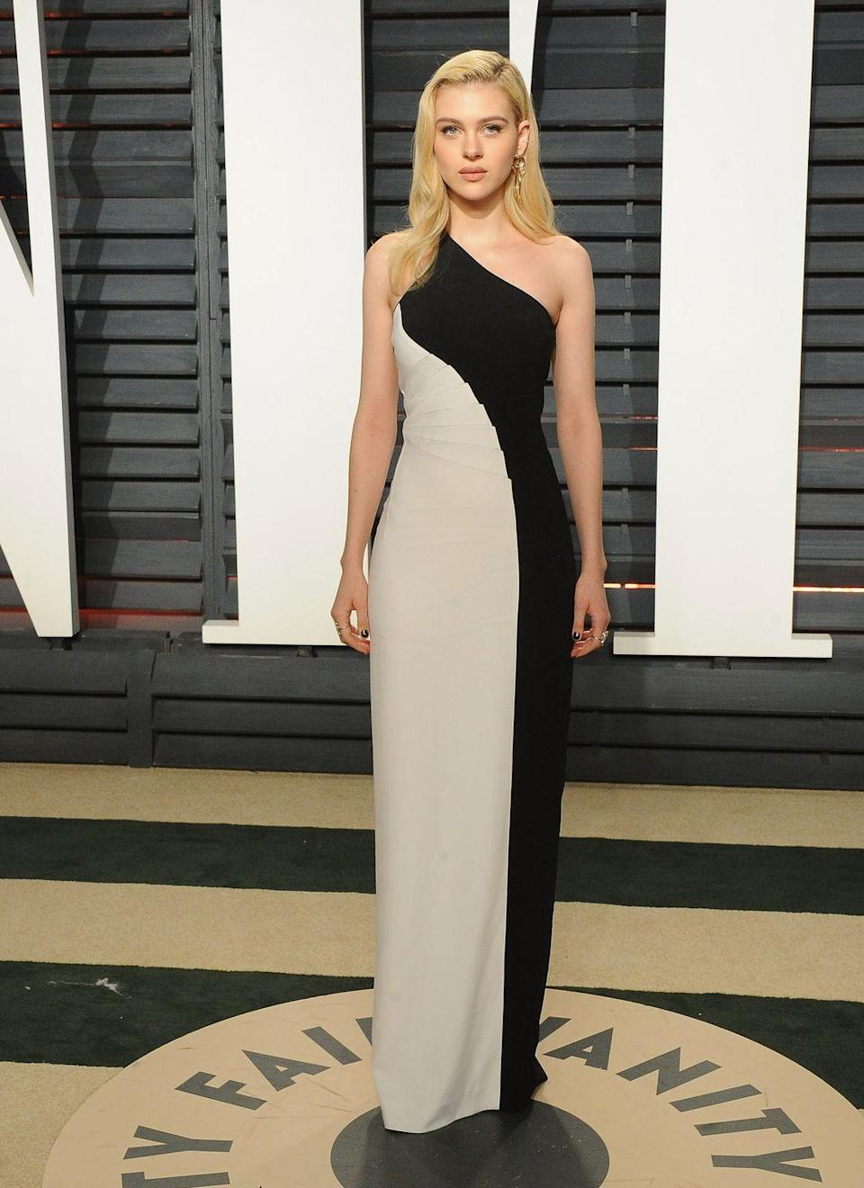 <p>Peltz wore a monochrome Stella McCartney one-shoulder gown to the 2017's Vanity Fair Oscars party.<br></p>