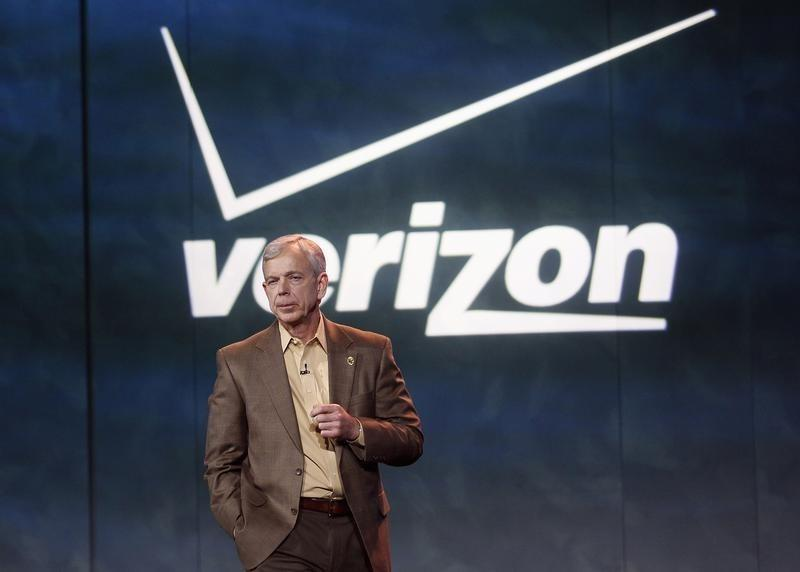 Lowell McAdam, Verizon's chief executive officer (CEO), speaks at the closing first day keynote at the Consumer Electronics Show (CES) in Las Vegas January 8, 2013. REUTERS/Rick Wilking