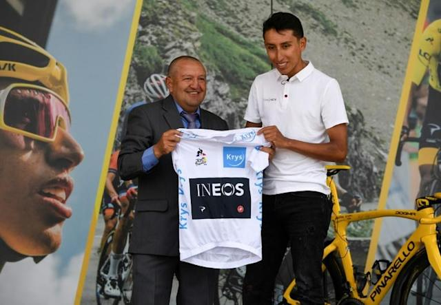 Colombia's Tour de France winner Egan Bernal (right) donates his white jersey for best young rider to his first cycling trainer Fabio Rodriguez (AFP Photo/JUAN BARRETO)