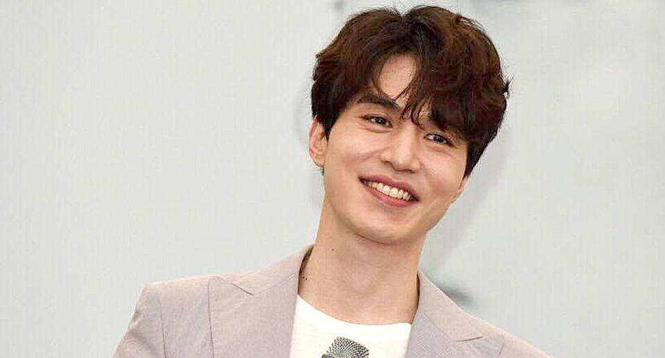 Actor Lee Dong Wook has confirmed he is dating singer Suzy.