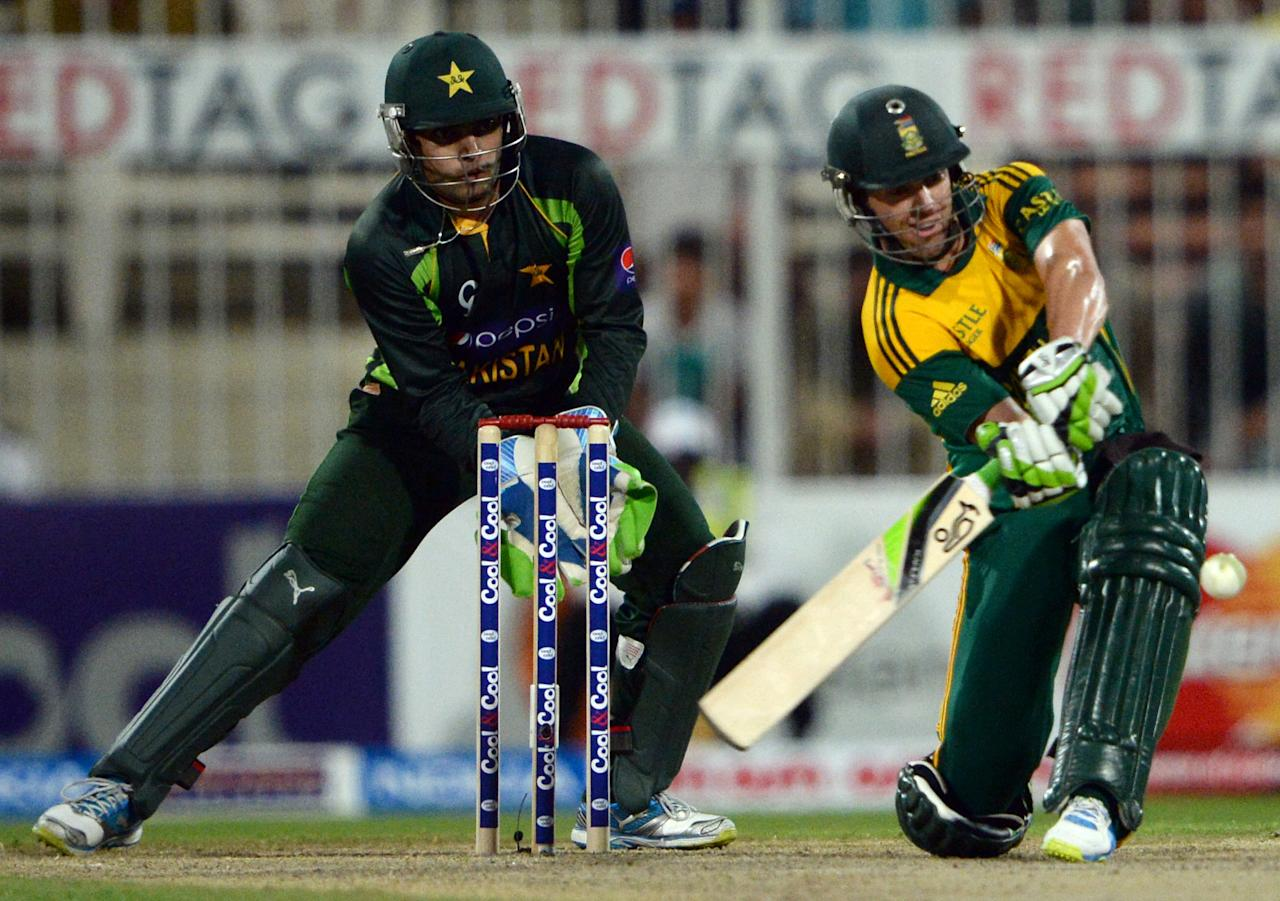 South African captain AB de Villiers (R) plays a shot during the fifth and final day-night international at Sharjah Cricket Stadium in Sharjah on November 11, 2013. South Africa are winning the five-match series with an unbeatable 3-1 lead. AFP PHOTO/ASIF HASSAN