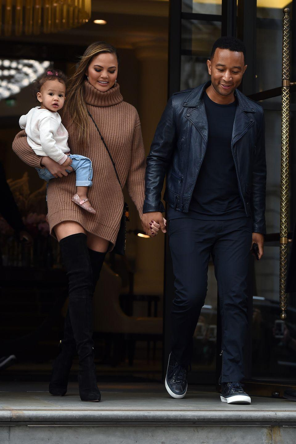 <p>Out in London with daughter Luna.</p>