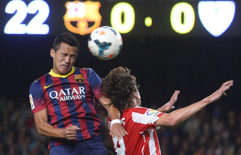 FC Barcelona's Alexis Sanchez, from Chile, left, duels for the ball against Athletic Bilbao's Ander Iturraspe during a Spanish La Liga soccer match at the Camp Nou stadium in Barcelona, Spain, Sunday, April 20, 2014. (AP Photo/Manu Fernandez)