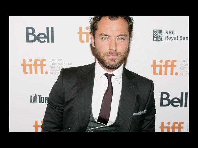 <b>6) Jude Law</b><br>He makes us swoon with his sophisticated and aristocratic whiskers. Throw him a hat and we'll be transported to a Victorian era.