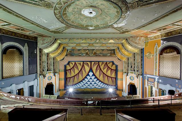 <p>It's hard to believe these were once places of glamour and grandeur. (Photo: Matt Lambros/Caters News) </p>
