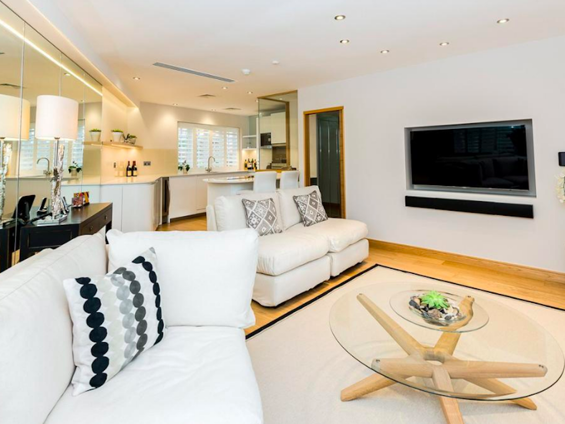 <p>When you think of student accommodation, images of damp, tiny residence rooms might come to mind. But for some the super-rich in London, life is very different. (StudentTenant.com/Business Insider) </p>