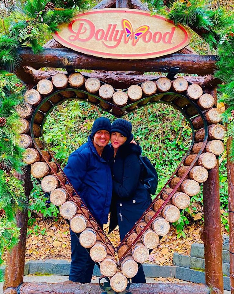 """The singer posted this adorable photo of him and wife Nicole Kidman during their visit to Dollywood with the <a href=""""https://www.instagram.com/p/B8h_MLOp4yL/"""">caption</a>, """"HAPPY VALENTINES DAY❤️🔥💋"""""""