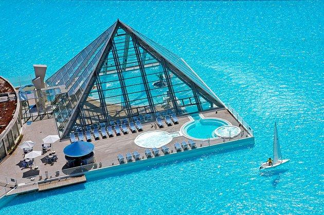 World's largest outdoor pool