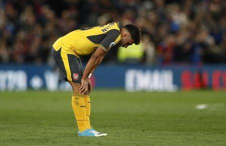 Britain Football Soccer - Crystal Palace v Arsenal - Premier League - Selhurst Park - 10/4/17 Arsenal's Alex Oxlade-Chamberlain looks dejected after the match Reuters / Stefan Wermuth Livepic