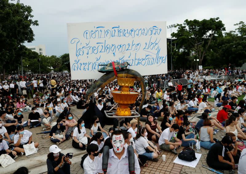 Thousands join Thai anti-government protest, royalists hold rival rally