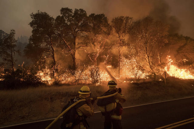 <p>Firefighters battle a wildfire as it threatens to jump a road near Oroville, Calif., on Saturday, July 8, 2017. Evening winds drove the fire through several neighborhoods leveling homes in its path. (AP Photo/Noah Berger) </p>
