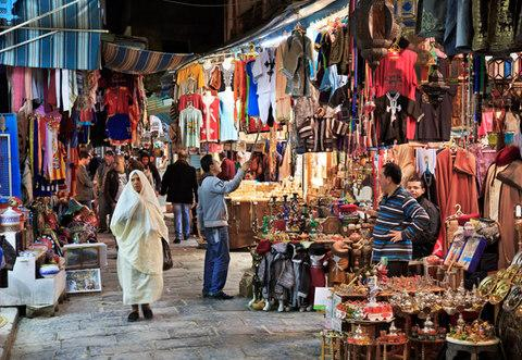 Tunisian cities often bustle with teeming souks - Credit: shashinkoubou/Yoshio Tomii