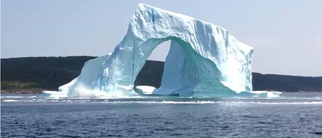 Couple Captures Dangerously Close Iceberg Collapse On Video [VIDEO]