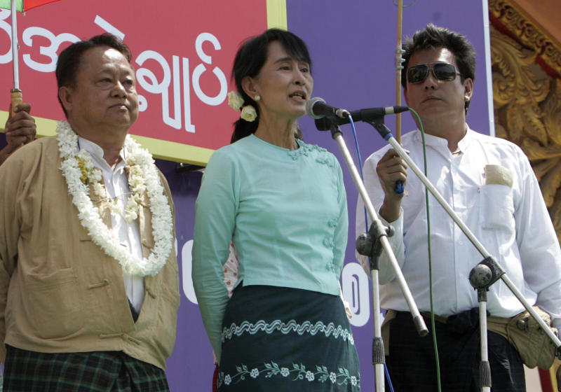 Myanmar pro-democracy leader Aung San Suu Kyi, center, delivers a speech during her election campaign rally in Meikhtila, central Myanmar, Monday, March 5, 2012. Others are unidentified. (AP Photo/Khin Maung Win)